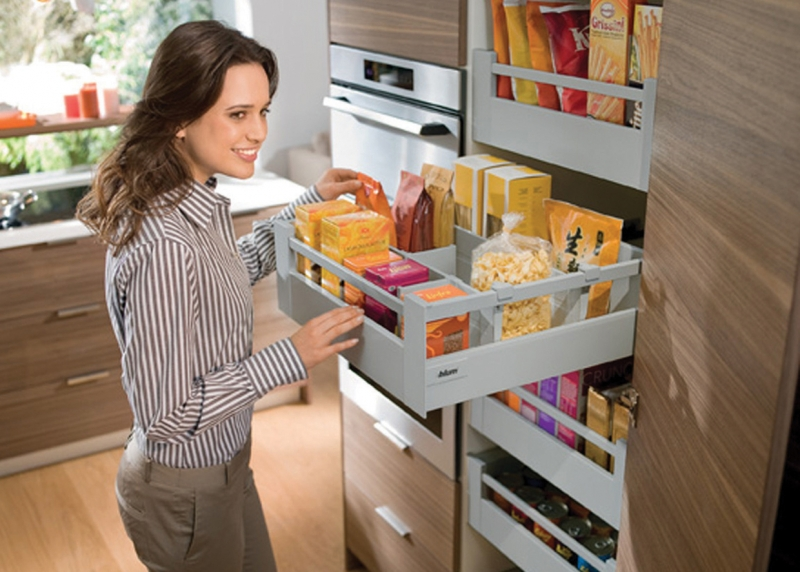 Blum TANDEMBOX in a Space Tower larder unit