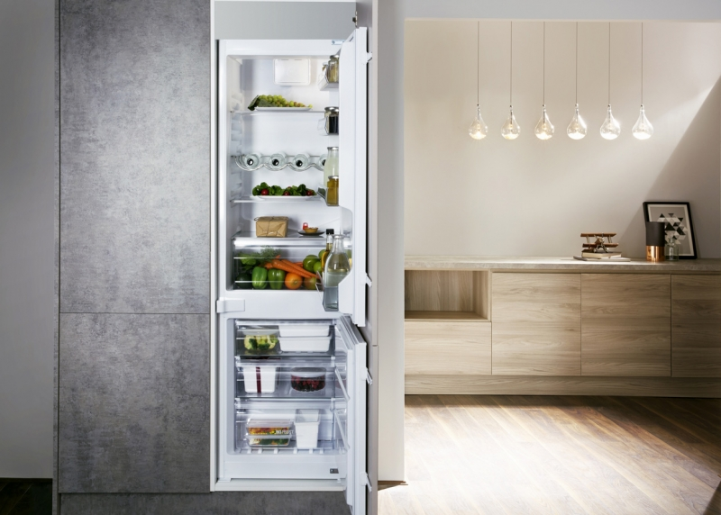 Hotpoint Integrated 70/30 Fridge Freezer