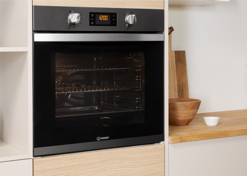 Indesit Aria 11 Function Pyrolytic Oven