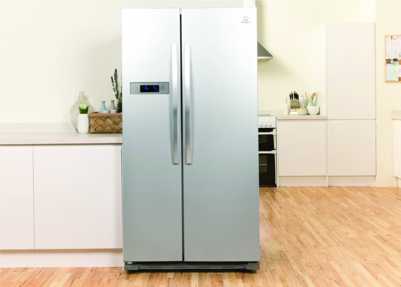 Indesit 90cm Fridge Freezer